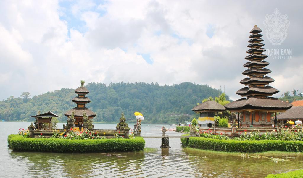 Храм Пура Улан Дану на Бали