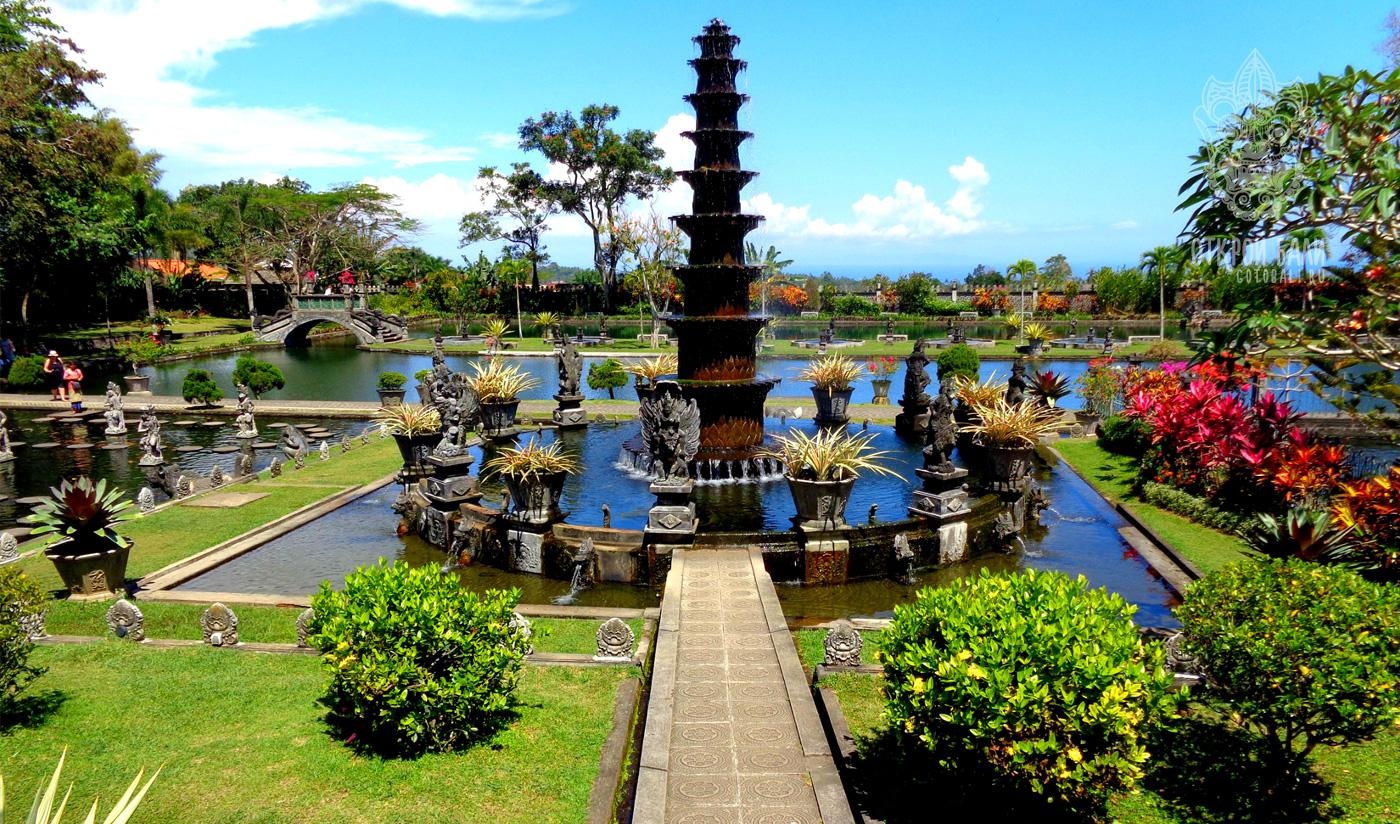 Водный дворец Tirtagannga на Бали
